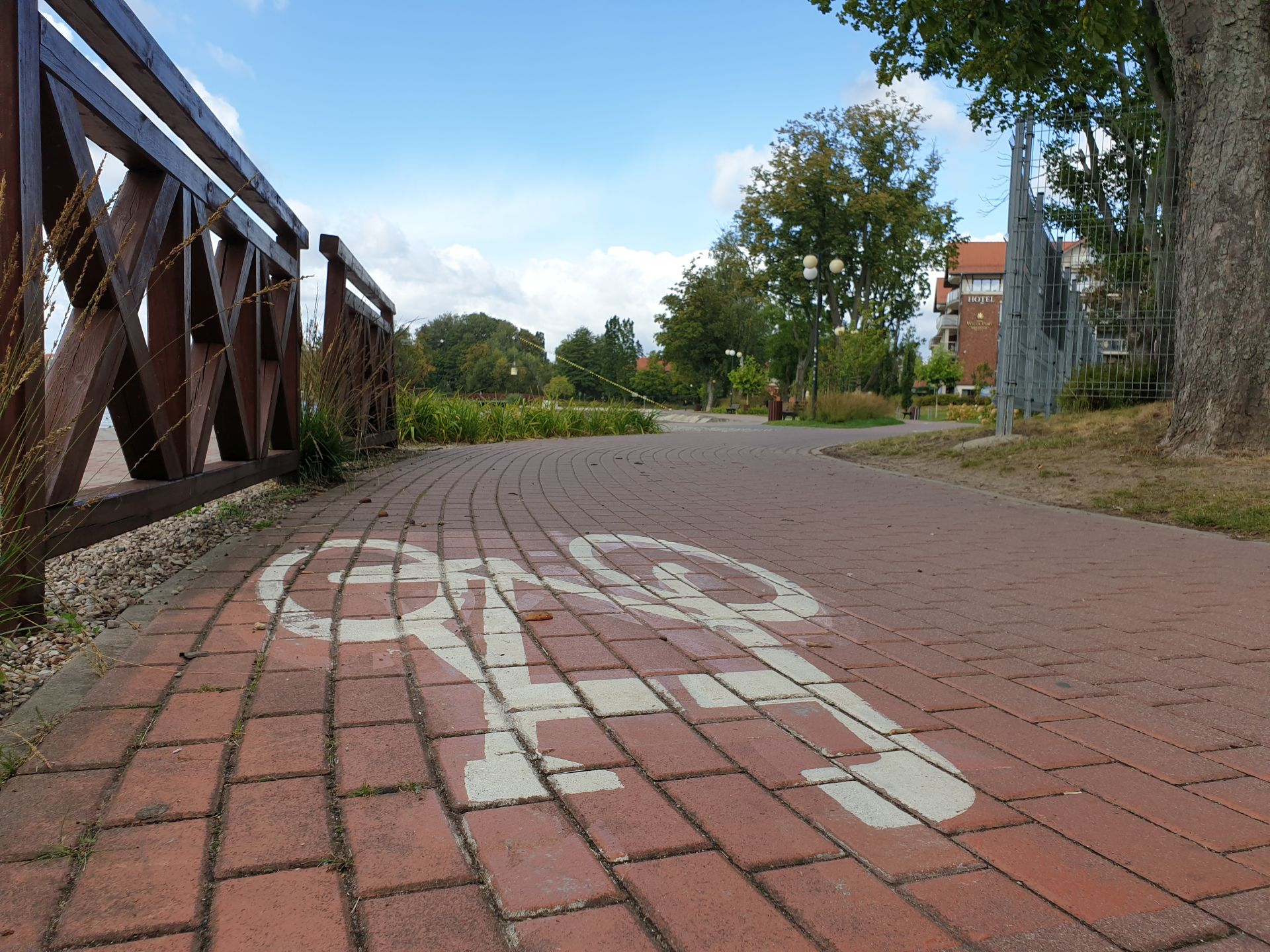 Construction of bicycle paths with associated infrastructure